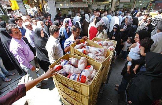 خانوادههای کم درآمدی که «پوست مرغ» میخورند +گزارش