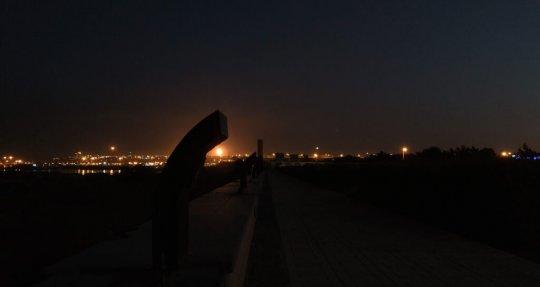 جنوب فرودگاه روشن شد/ پروژه تامین روشنایی ضلع جنوبی فرودگاه خارگ افتتاح شد +تصاویر